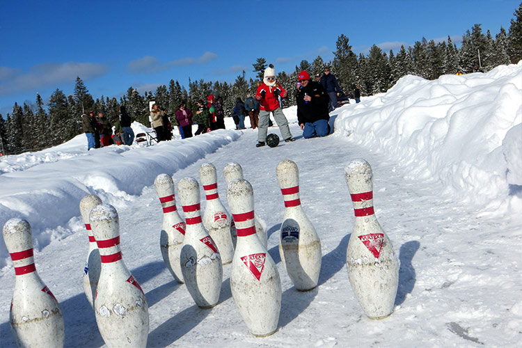 Ice bowling in Vilas
